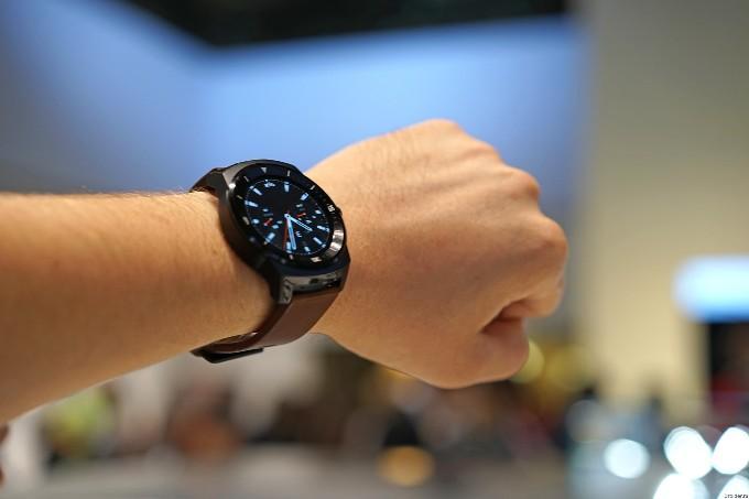 Внешний вид LG G Watch R