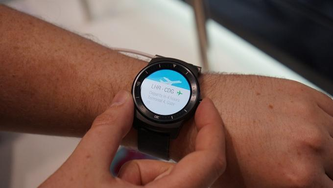 Часы LG G Watch R на Android Wear