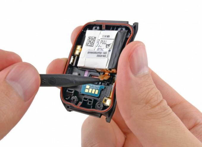 Разобранные часы Samsung Gear Live