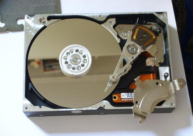 Шумит жесткий диск в компьютере