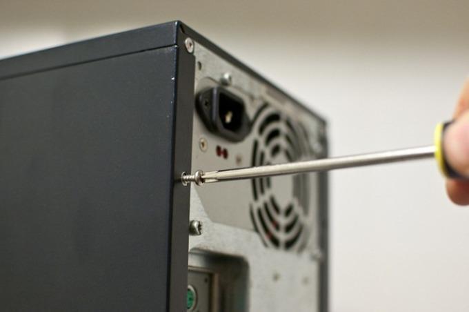 Крепление деталей компьютера