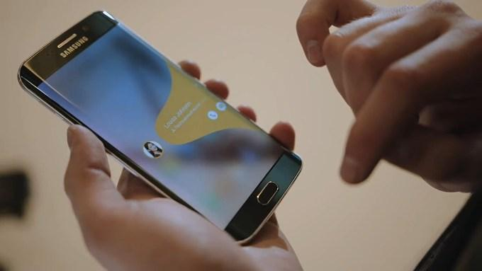 Быстро позвонить или отправить сообщение в Galaxy S6 Edge