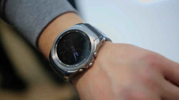Как смотрятся LG Watch Urbane LTE на руке