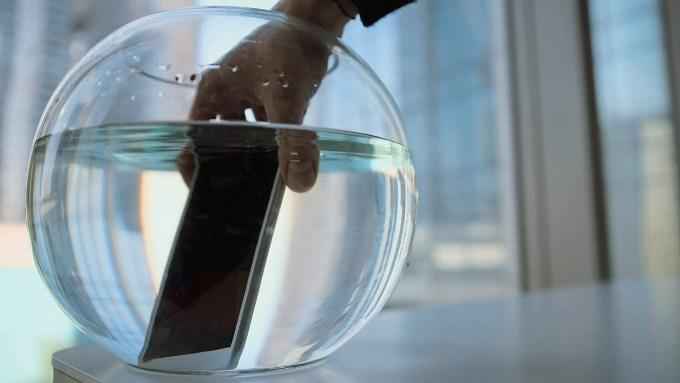 Sony Xperia M4 Aqua под водой