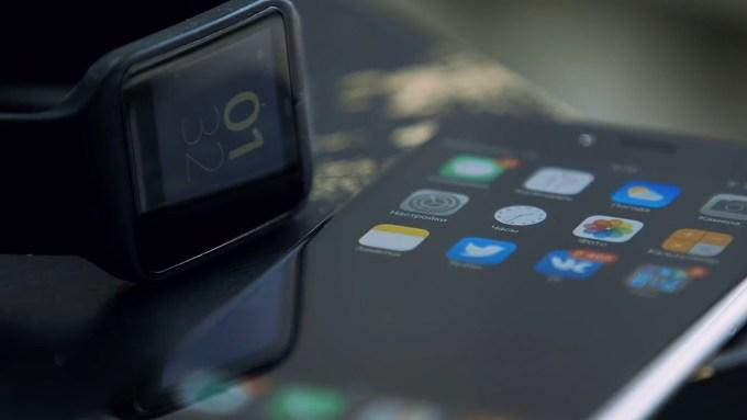 Синхронизация часов с операционной системой Android Wear и iPhone