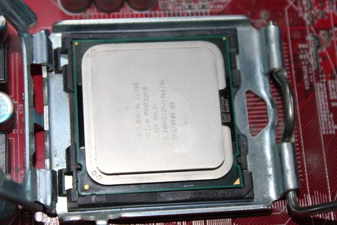 Правильная установка процессора в разъем (сокет)