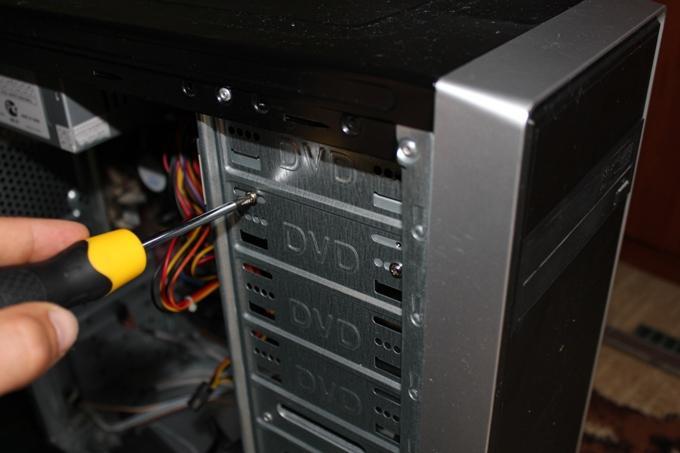 Крепление привода оптических дисков